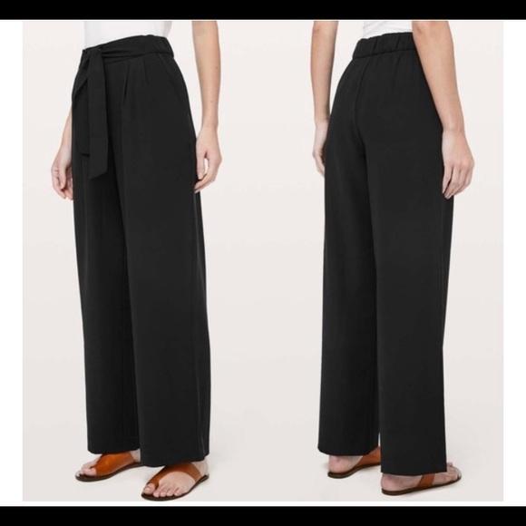 LULULEMON | high rise noir pants, size 10